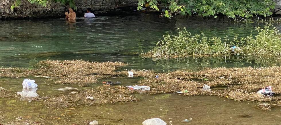 Antalya'nın doğal güzelliği Kırkgöz'de çöp kirliliği