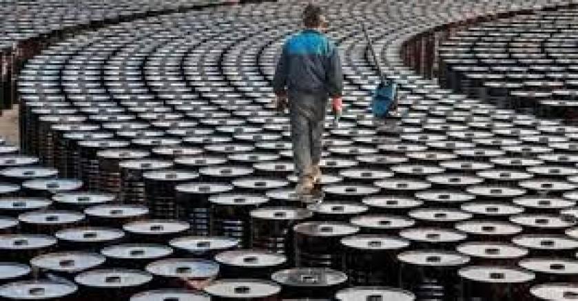 Artan vakalarla petrol ve altın fiyatları düştü