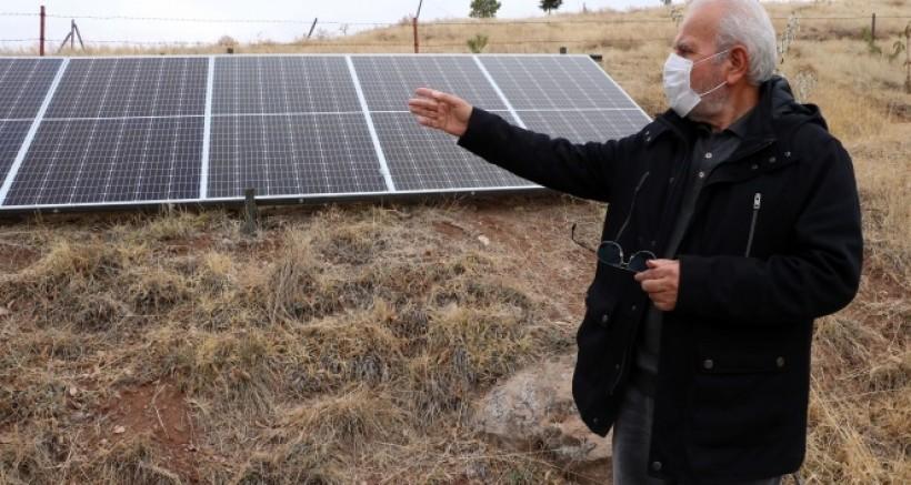 Bahçesine güneş enerji sistemi kurdu