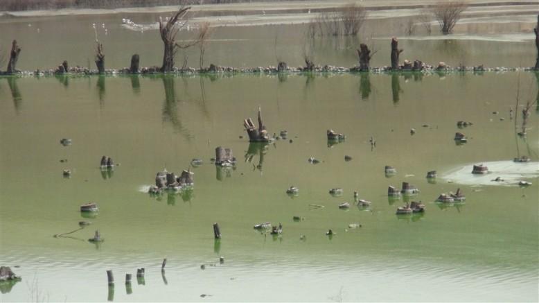 Barajda su seviyesi düşünce köy ortaya çıktı