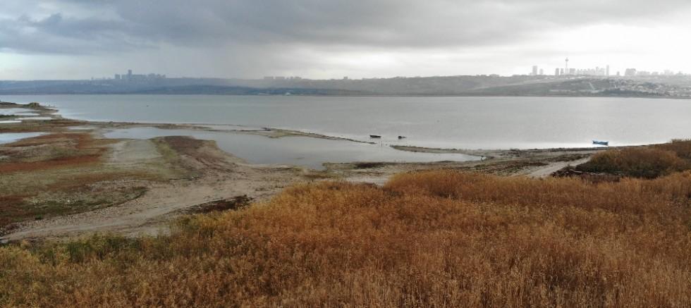 Büyükçekmece Barajı'nda sular çekiliyor