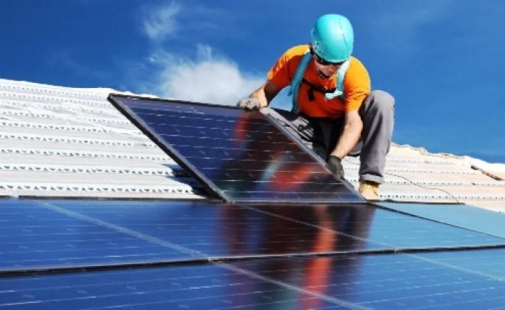 İngiltere güneş kapasitesini yüzde 27 arttırdı