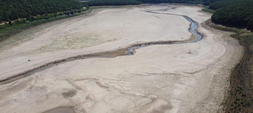 İstanbul'un su ihtiyacını karşılayan baraj kurudu