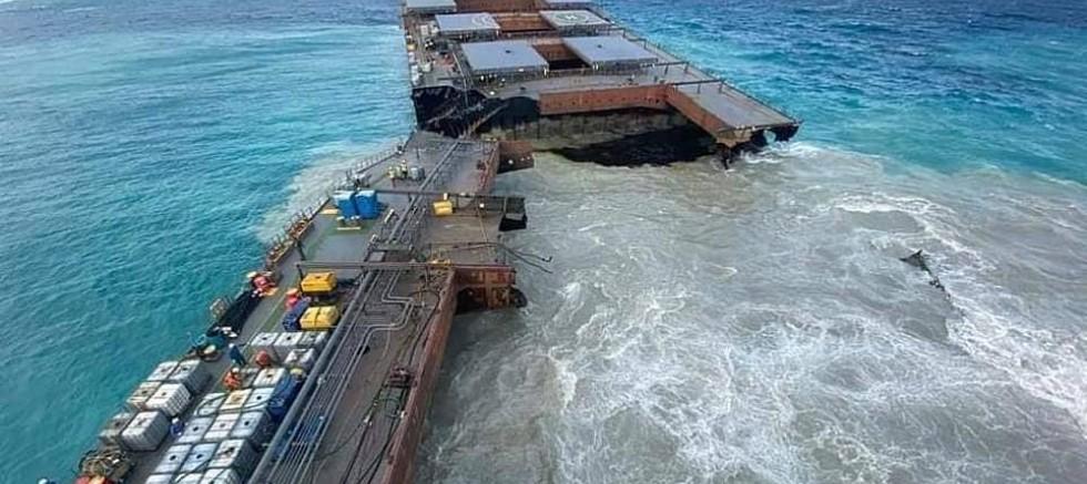 Mauritius'ta çevre felaketi büyüdü