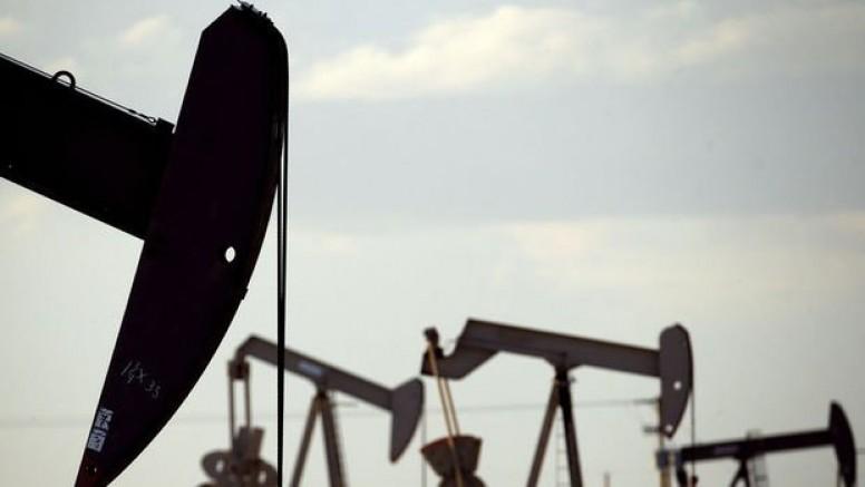 Petrol salgındaki artış endişeleriyle düştü