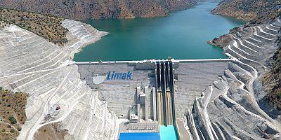 En büyük baraj elektrik üretmeye başladı